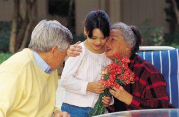 האם סבא וסבתא צריכים לחנך את הנכדים?